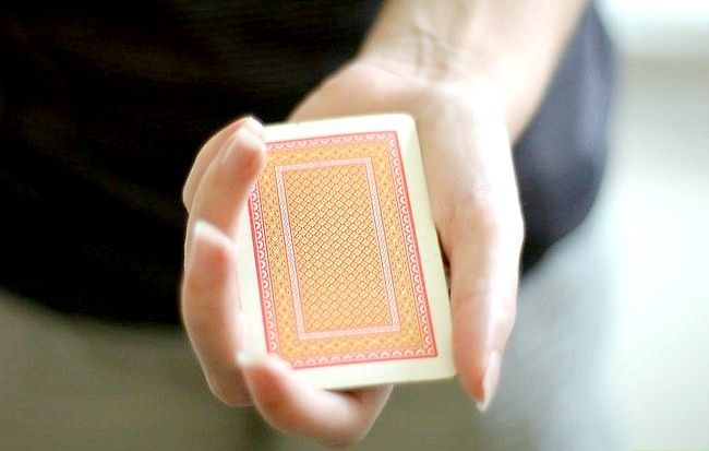 Titel afbeelding Perform the Missing Card Illusion Step 5
