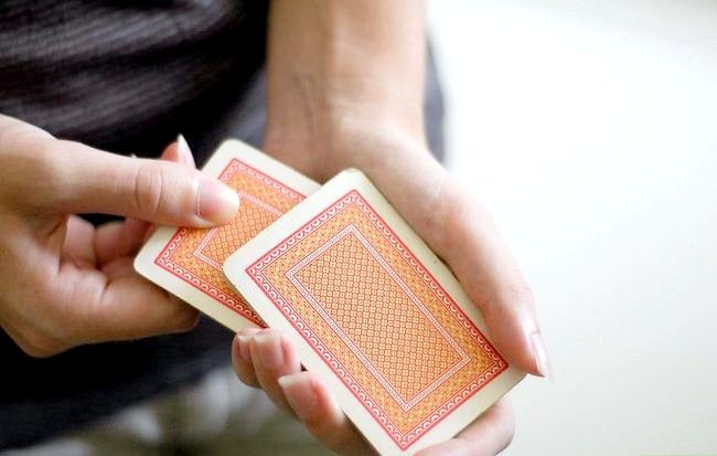 Titel afbeelding Perform the Missing Card Illusion Step 7