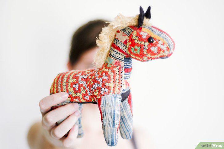 Titel afbeelding Organize a White Elephant Gift Exchange Stap 2
