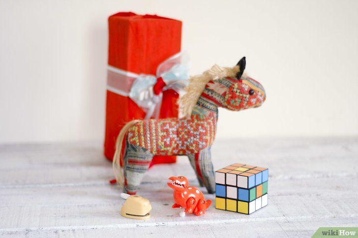 Titel afbeelding Organize a White Elephant Gift Exchange Intro